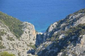 Vista di Cala Fuili dalla strada per Buchi Arta.