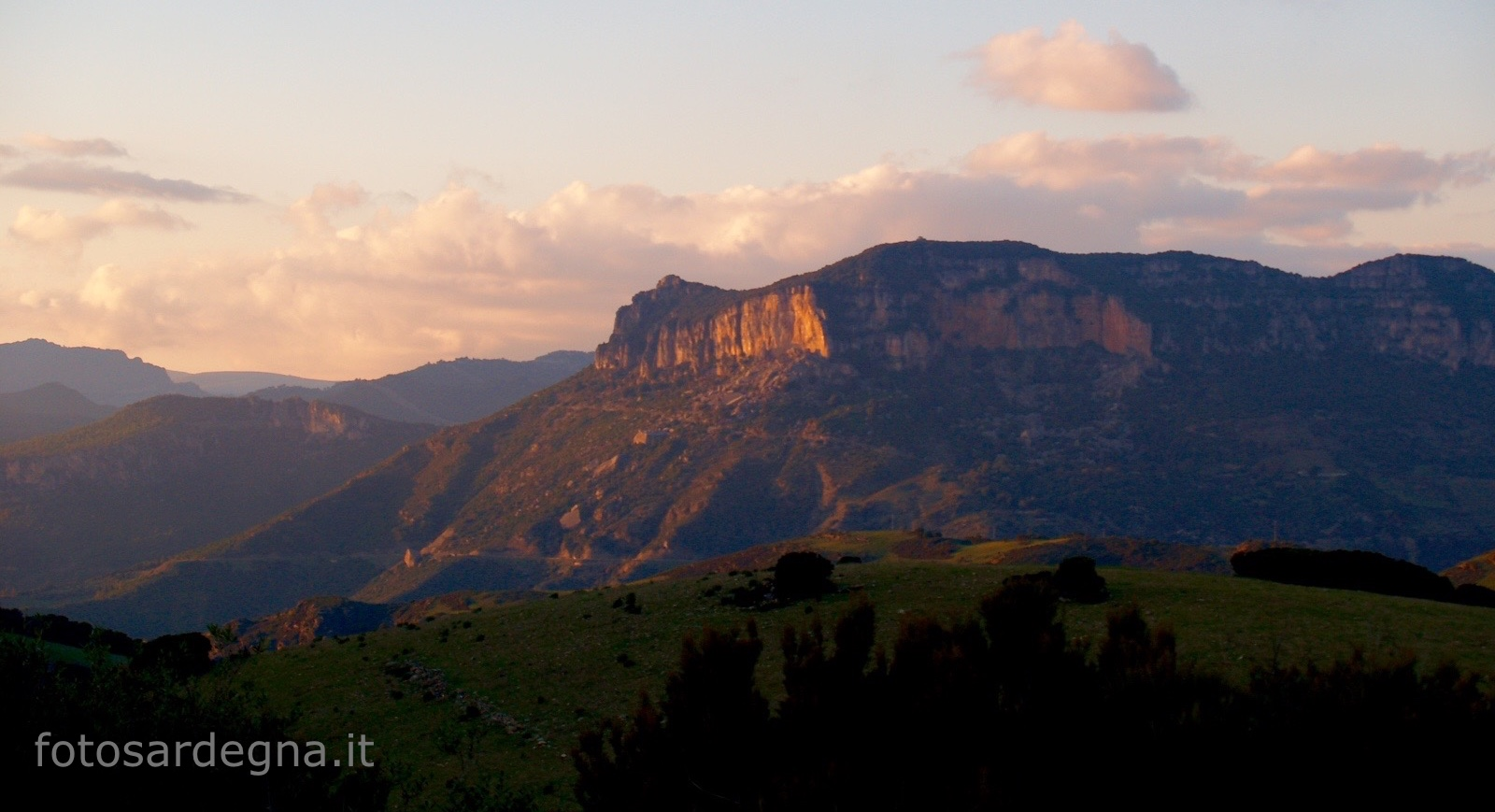 Tramonto sul Taccu su Accara, Ulassai.