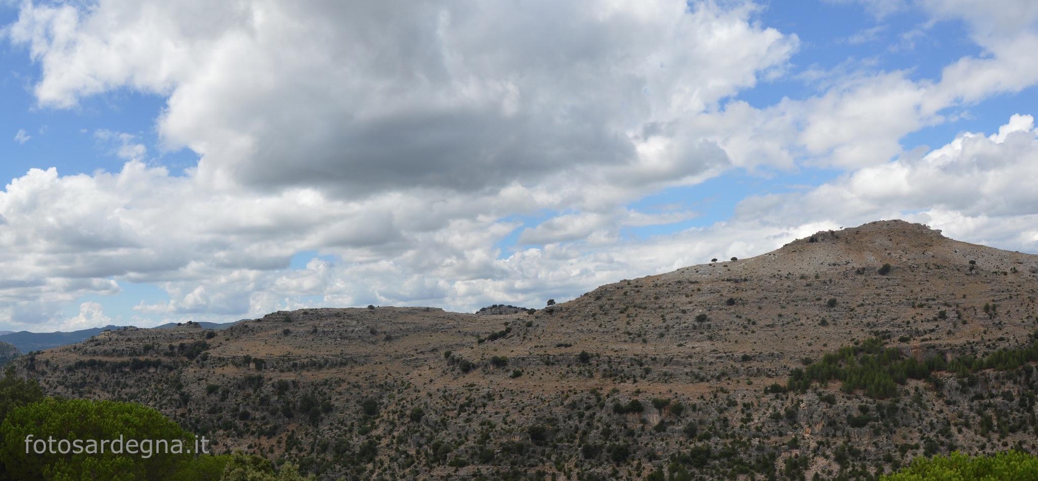 Taquisara, il maestoso gruppo di Tacchi che domina la valle del Riu Isara (Gairo); la cima più elevata è Bruncu Mattedi (1.066 mt.).