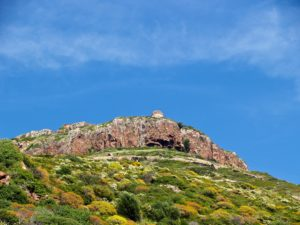 Torre Badde Jana (Villanova Monteleone, anno 1.639) è posta ad oltre 350 mt. d'altezza e sorvegliava l'ampio tratto di mare fra Capo Caccia e Capo Marargiu (30 chilometri).