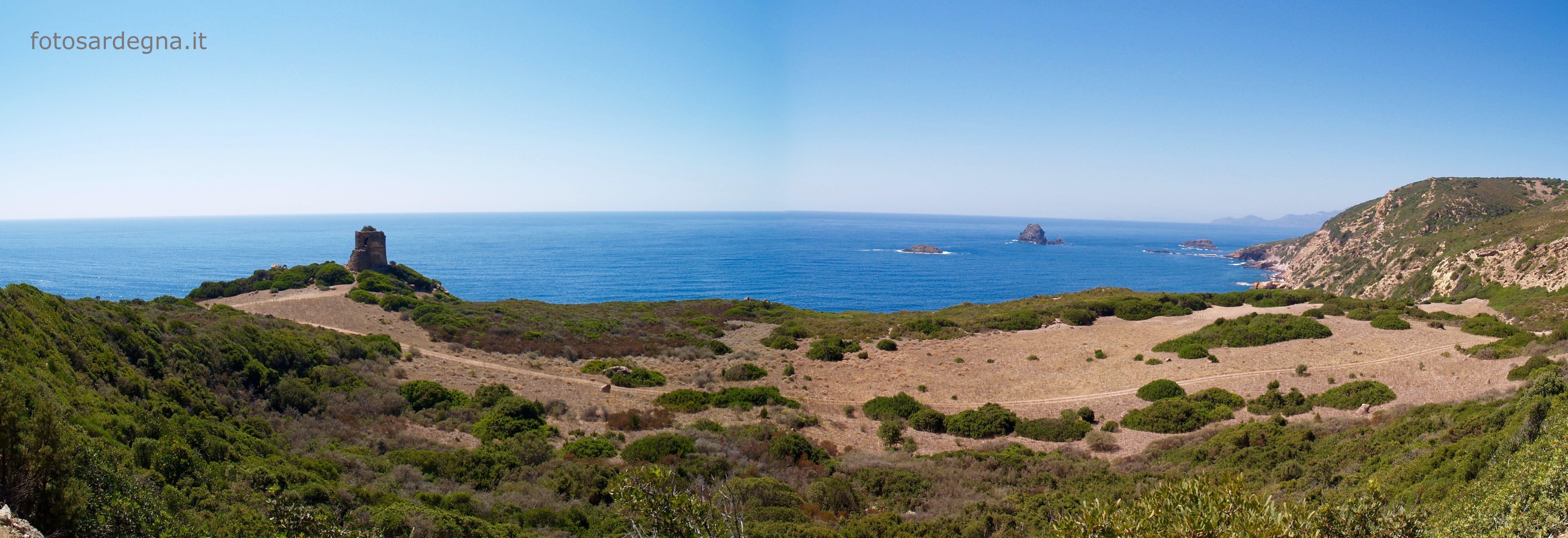 La Torre di Ischia Ruggia e la vista sugli scogli Corona NIedda.