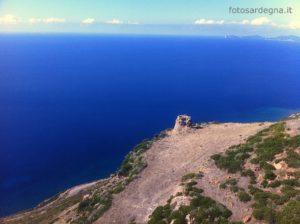 Vista aerea di Torre Badde Jana ed il tratto di mare fino a Capo Caccia.