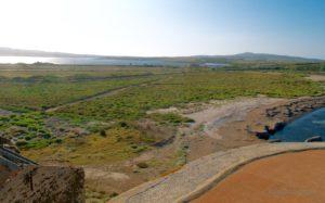 Vista verso lo stagno di Casaraccio e sulla destra Punta Falcone con la sua Torre.
