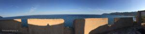 La visuale dalle Torri è ampissima, qui dal terrazzato della Torre San Giovanni di Sarrala spazia su un tratto di costa di oltre 20 chilometri.