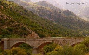 """Il ponte romano """"Monte Acuto"""" che attraversa il Riu Picocca."""
