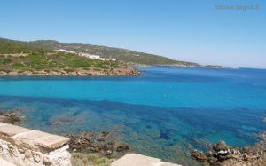 Un mare eccezionale e sullo sfondo Cala d'Oliva.