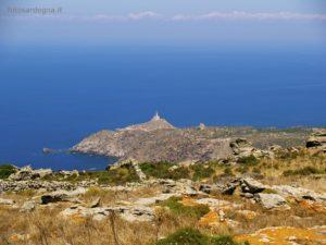 Punta dello Scorno, ultimo lembo dell'Isola, ed suo faro.