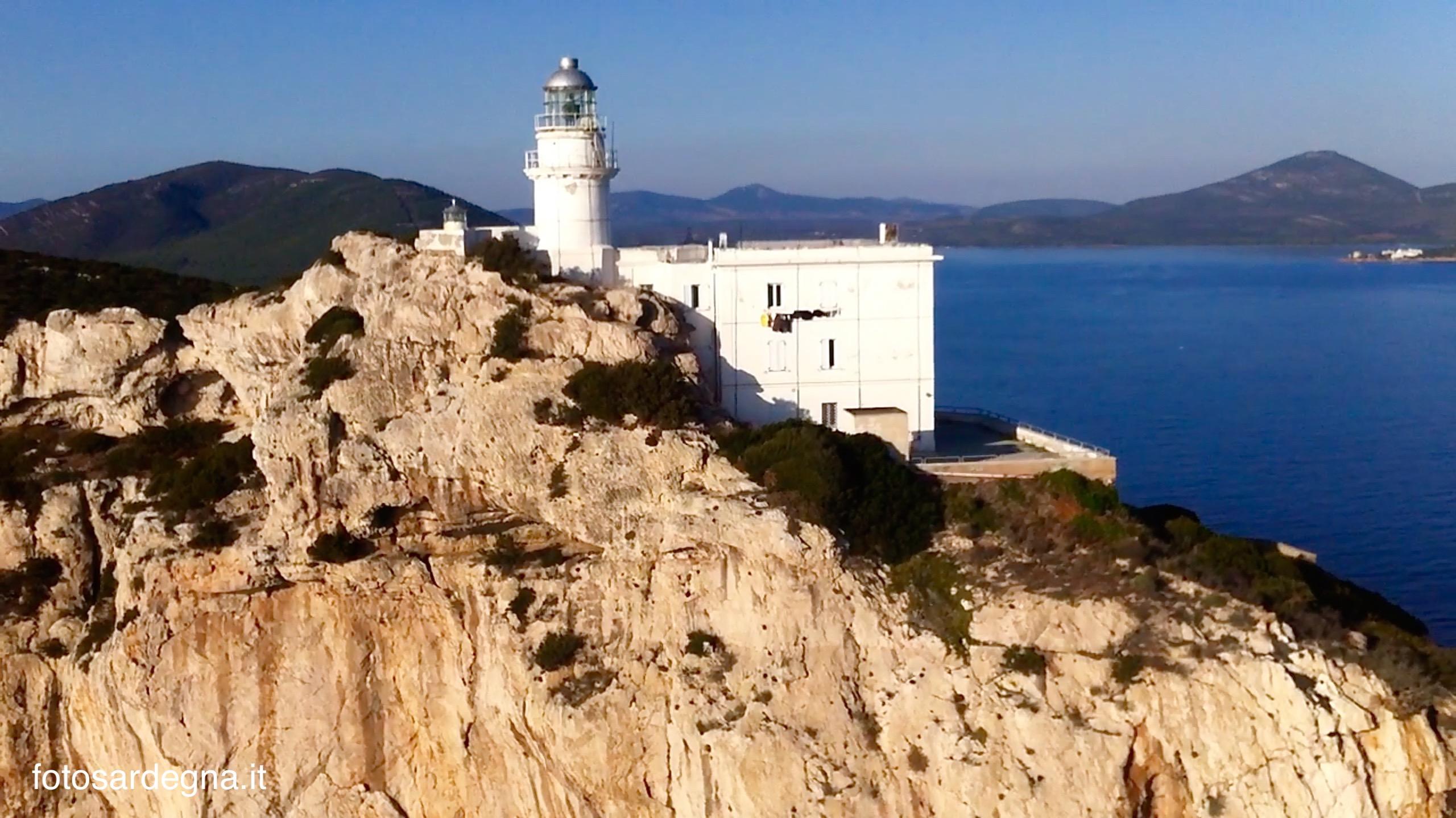 Faro di Capo Caccia, la cui luce è posta a 186 metri sul mare.