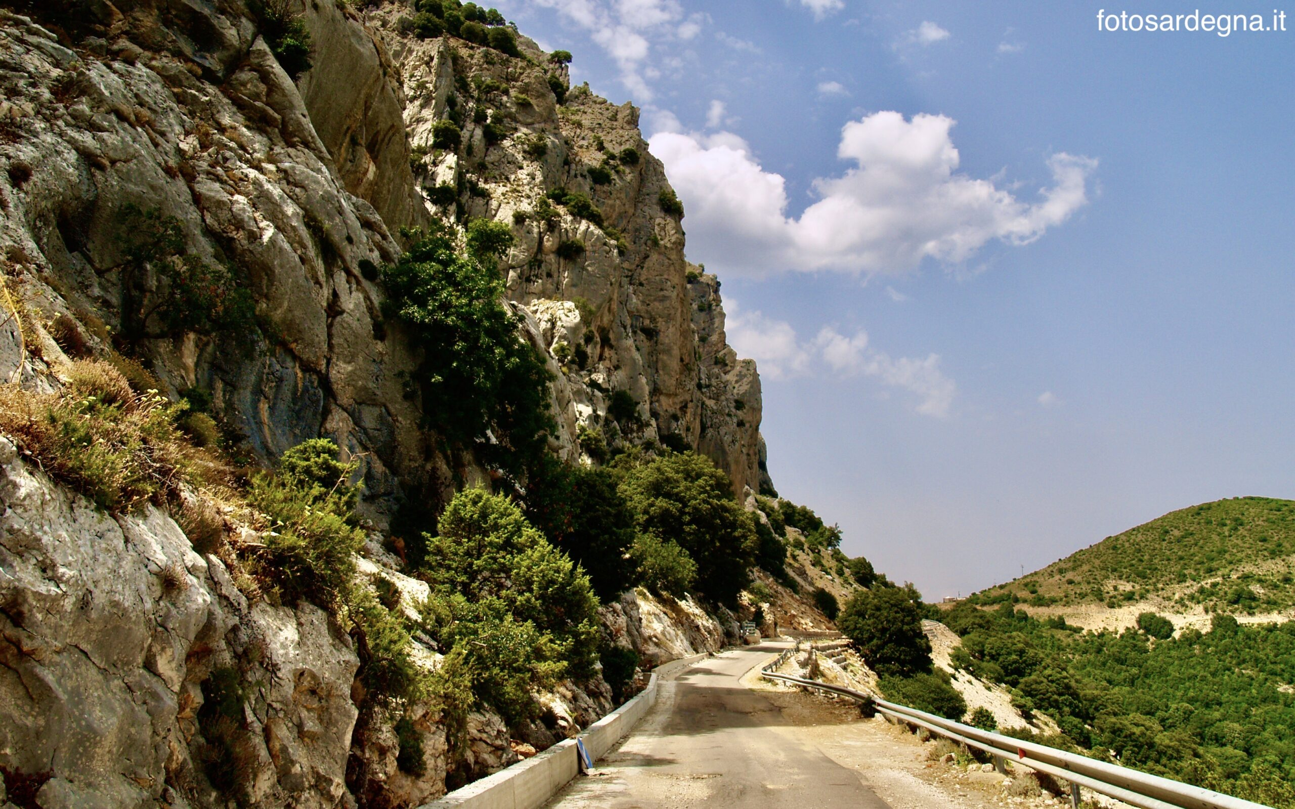 La strada che da Genna Cruxi porta a Campu Oddeu