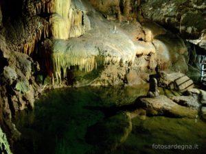 Uno dei tanti laghetti cristallini che caratterizzano il ramo di sinistra.