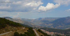 Vista di Talana e dei monti che la circondano.