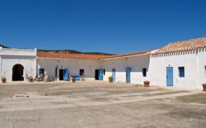Il grande cortile interno su cui si affacciavano le celle e le stanze dei servizi come la berberia e l'infermeria.